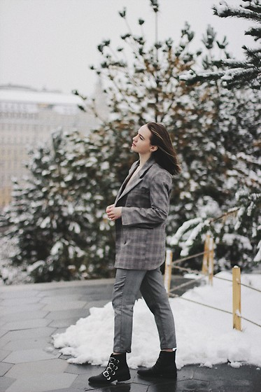 Alina Ermilova - Romwe Checked Blazer, Deichmann Chelsea Boots - Well Suited