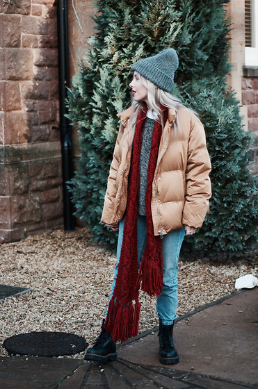 Daniella Robins - Topshop Puffer Coat, Dr. Martens Boots - How I'm Adding Festive Touches To A Casual Look