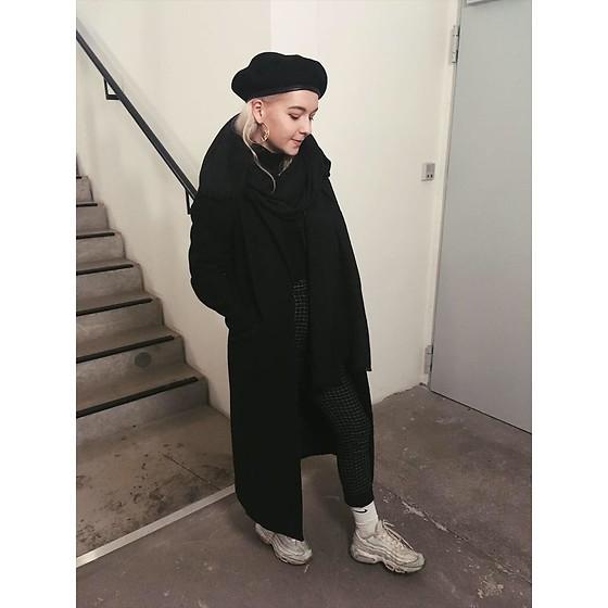 Katharina Schffr H&M Black Coat, Nike Air Max 95, Nike