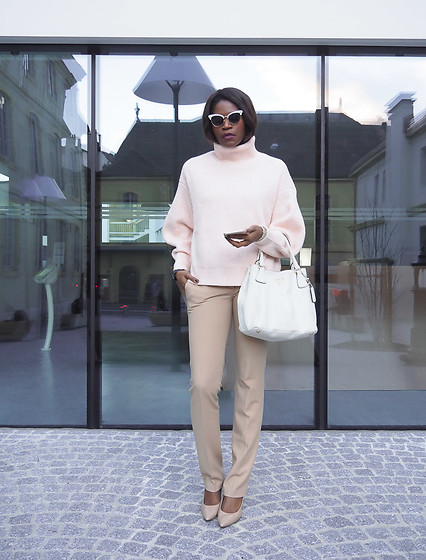 PAMELA - H&M Chunky Knit Sweater, Gucci Cat Eye Sunglasses, Prada Handbag, Sam Edelman Pumps - COFFEE & PINK
