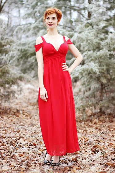 Bleu Avenue - Hodoyi Red Special Occasion Dress - Cardinal in Winter
