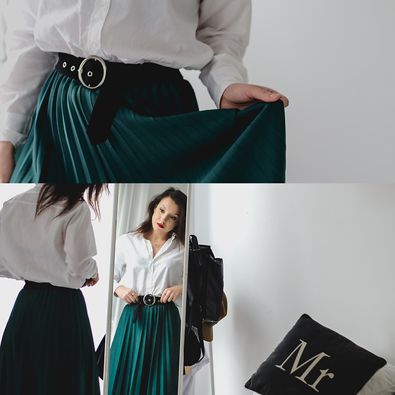 Daria R. - Sammydress Retro Belt - Emerald story