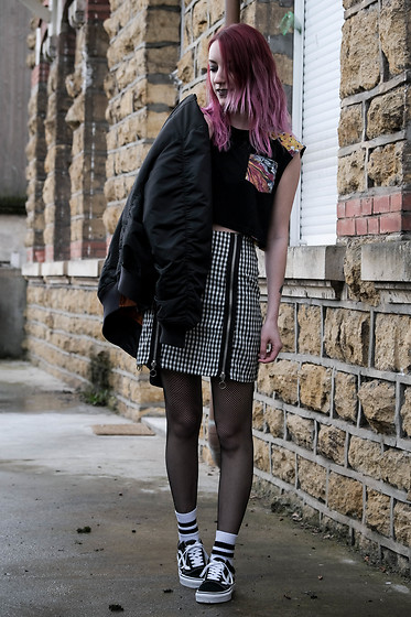 Saskia B. - The Ragged Priest Hounds Skirt, Vans Oldskool, Asos Fishnets, Minkpink Crop Top, Vintage Bomber - Sk8terGirl.