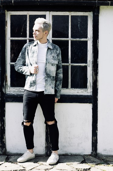 Bradley A - Topman Oversized, Pull & Bear Ripped, Saint Laurent Pump - 70's SHIRT
