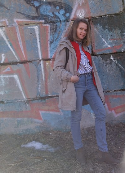 Alla Dolzhenko - Ultra Cloack, H&M Hight Waist Jeans, Tvoe Chelsea Boots, Striped Shirt, Red Cardigan - Spring near here