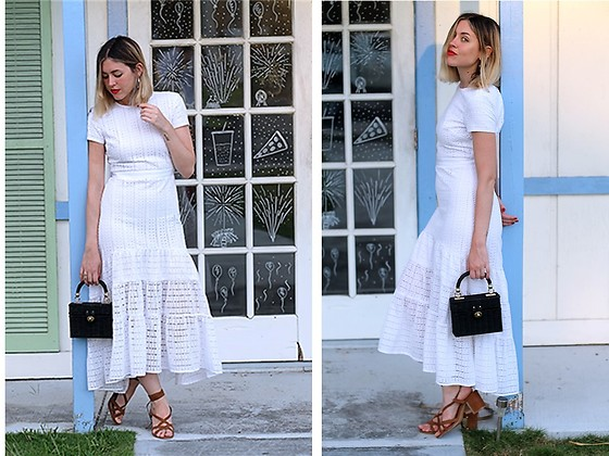 Amy Ramírez - Banana Republic Dress, Zara Bag - All white
