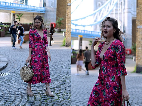 Amy Ramírez - Topshop Dress - Fresh flowers