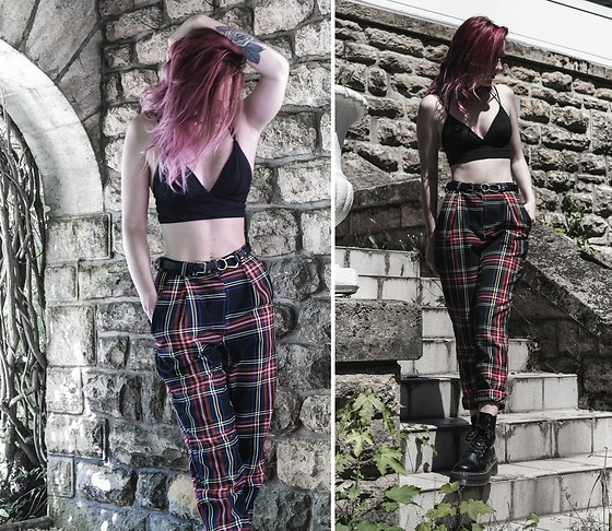 Saskia B. - Love Too True Karolina Classic, Dr. Martens Jadon, H&M Bralette - Love Too True
