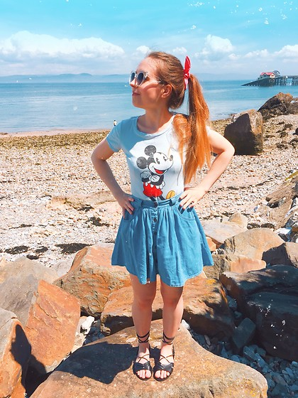 Katie Louise Williams -  - Mickey mouse inspired look!
