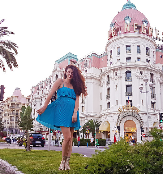 Sara Nena -  - In French Riviera dressed like a princess