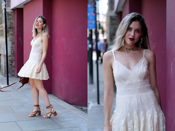 Amy Ramírez - Highly Preppy Dress - Off White Lace