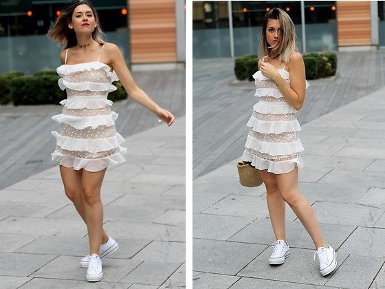 Amy Ramírez - Forever 21 Dress - White frills