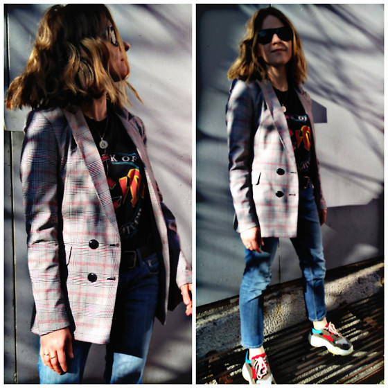 Alla Dolzhenko - Stradivarius Jacket In A Cage, Pull&Bear Acdc T Shirt, H&M Jeans, Sneakers - Good jacket is always best friend