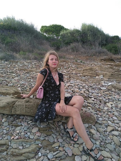 Alla Dolzhenko - H&M Summer Floral Dress, Love Republic Pink Bag, Jack Wolfskin Sandals - Sardinia's kiss