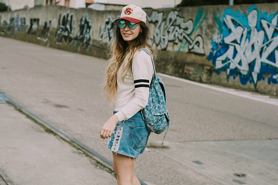 Iwona - Topshop Jeans Backpack, Deesem Denim Shorts - TOURIST