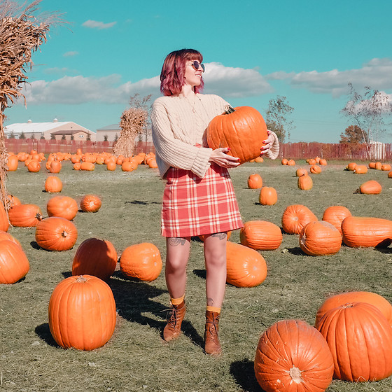 Jessie Barber - Amazon Plaid Skirt, Unif Sweater, Coach Vintage Baxter Bag, Madewell Fest Aviator Sunglasses, Happy Socks Banana, The Frye Company Lace Up Boots - The Pumpkin Patch