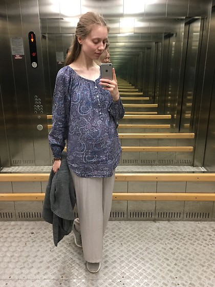 Lexa - H&M Pants, H&M Blouse, Pull & Bear Cardigan, Reebok Sneakers - 188. Pregnancy