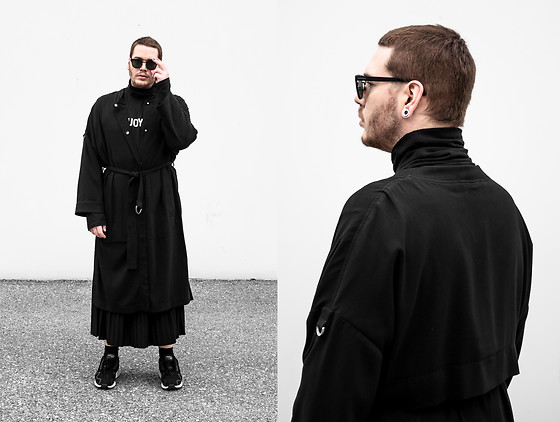 Wyatt Morgan - Komono Sunglasses, Weekday Black Oversized Coat, Weekday Turtleneck, Adidas Sneaker - 11 11