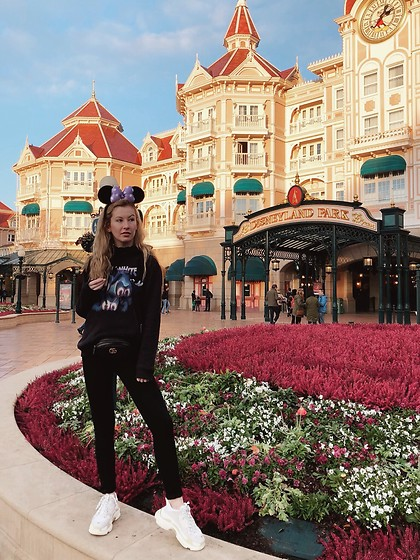 Bec Oakes - Minnie Ears, Hoodie, Belt Bag, Skinny Jeans, Dad Trainers - The Tourist