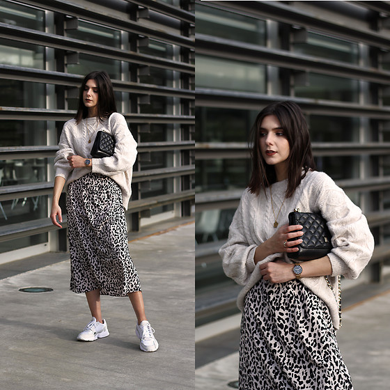 CLAUDIA Holynights - Chic Wish Sweater, Chic Wish Leopard Print Skirt - Leopard print