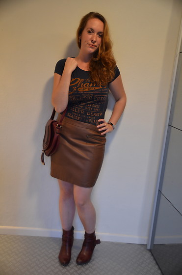 Sarah M - The Sting T Shirt, Daily Look Bag, The Sting Skirt, Pikolinos Booties - Chocolate & Burgundy