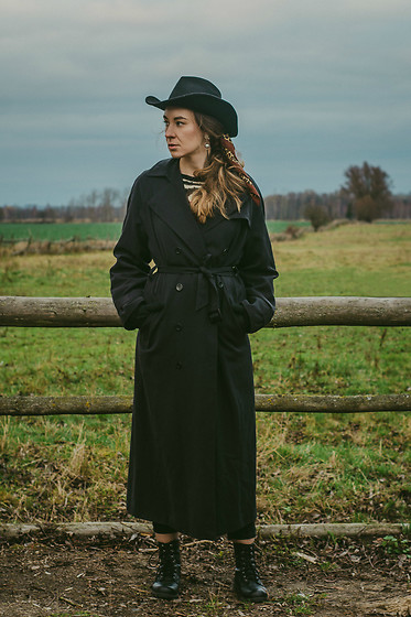 Iwona - H&M Hat, Coat - BLACK