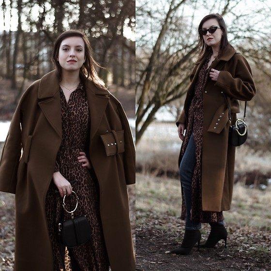 Daria R. - Na Kd Gold Oval Decor Clutch, Na Kd Long Leopard Dress, H&M Long Retro Brown Coat - Leopard dress, long brown coat