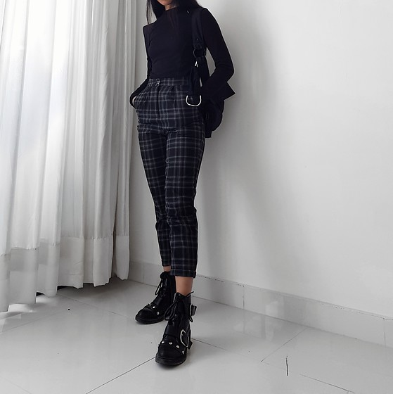 Callmekaali Mgr-nee - Pull And Bear Trousers, Asos Holster Bag - Two tones