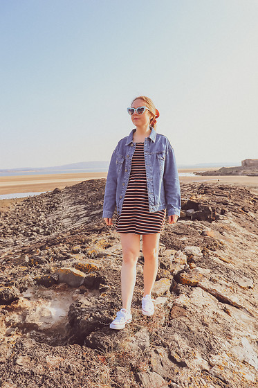 Katie Louise Williams - Urban Outfitters Denim Jacket - Seaside day