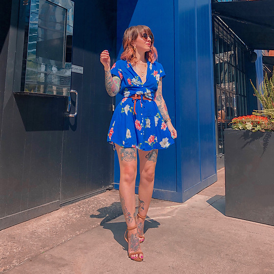 Jessie Barber - Nude Heel, Thrifted Blue Floral Dress, Double Wrap Belt, Madewell Fest Aviators, Ettika Double Coin Pendant Necklace - The Good Kind of Blue