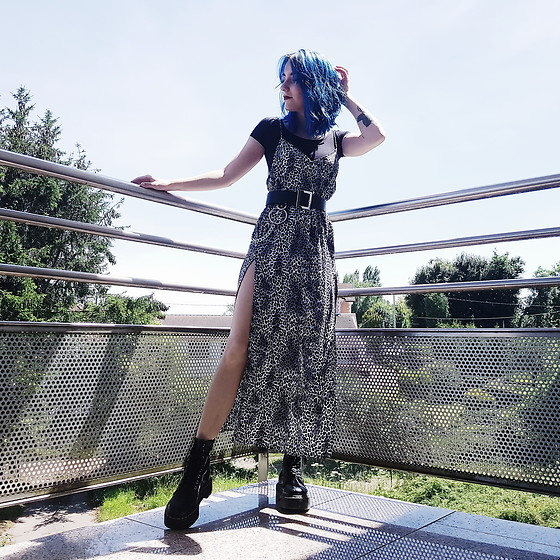 Saskia B. - Motel Maxi Leopard Dress, Asos Chain Belt, Dr. Martens Jadon, H&M Basic - MotelRocks <3