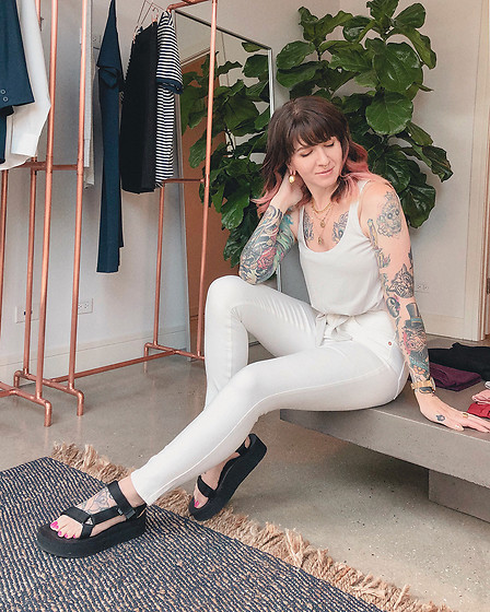Jessie Barber - Universal Standard Seine High Rise Skinny Jeans, Universal Standard Tie Front Tank, Teva Flatform Universal Sandals - Universal Standard 1:1 Styling Session