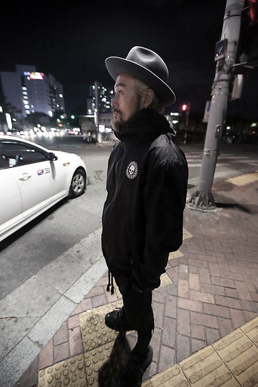 INWON LEE - Byther Classic Wide Brim Wool Felt Mountain Fedora Hat, Byther Skull Logo Print Black Windbreaker - Chilly Weather Coming Soon