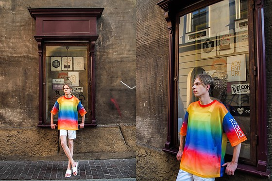 Piotr Czak - H&M T Shirt, Bershka Pants, Zara Slides - LIKE A RAINBOW WITH ALL OF THE COLORS