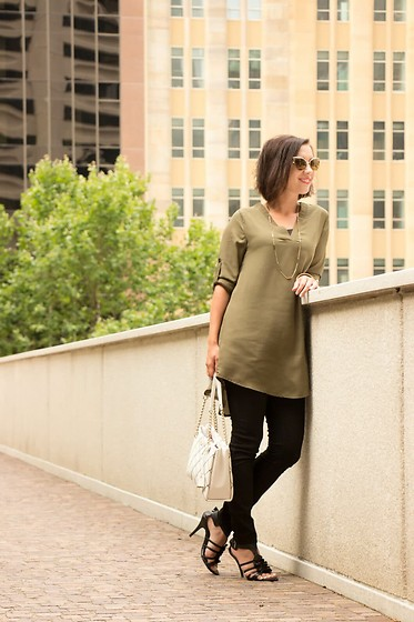 Lindsey Puls - Chic Me Tunic, Kate Spade Bag - Casual & Chic
