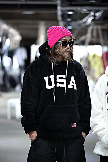 INWON LEE - Byther Skull Embroidered Ribbed Beanie, Byther Usa Corduroy Patch Fleece Hoodie - Street Style Neon Pink Beanie