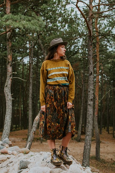 Iwona - Vestium Vintage Sweater, Skirt - NOVEMBER FOREST
