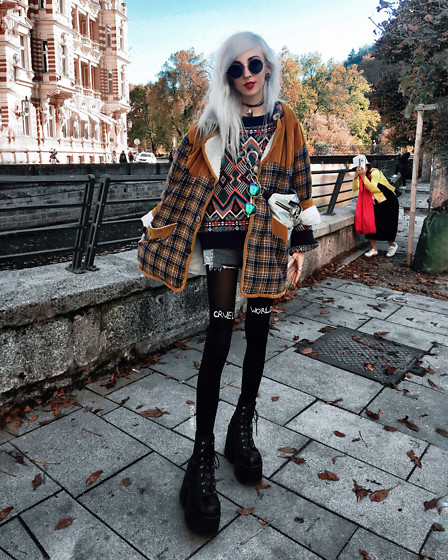 Kimi Peri - Current Mood Cruel World Tights, Demonia Camel 203 Platform Boots, Yesstyle Patterned Sweater, Yesstyle Holographic Bag, Thrifted Plaid Vintage Jacket, No Face Choker, Yesstyle Denim Shorts, Brille24 Round Glasses - Karlovy Vary