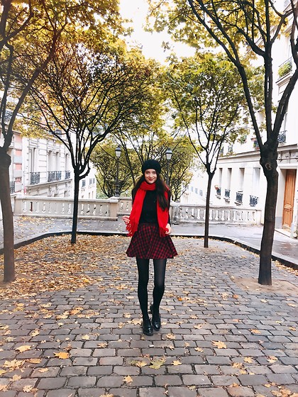 Nora Aradi - Pull & Bear Flats, H&M Scarf - Montmartre