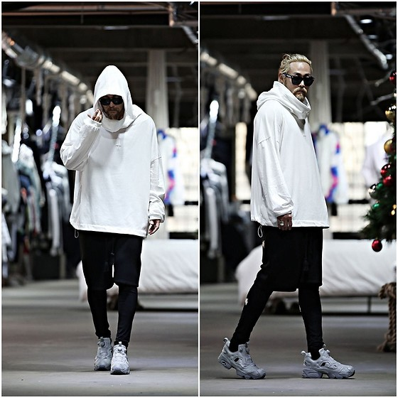 INWON LEE - Byther Back Skull Scotch Reflective Hoodie T Shirt, Byther Shorts - Reflective Hoodie in White