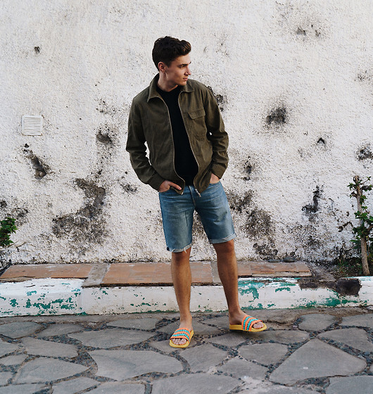 Andreas Sundbom - Nn07 Overshirt, Levi's® Jeans Shorts, Happy Socks Slippers - Ig - andreassundbom