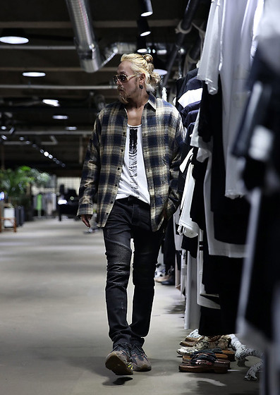INWON LEE - Byther Plaid Shirt, Byther Biker Jeans, Byther Hand Paint Shirt - Casual Biker Jeans Casual Look