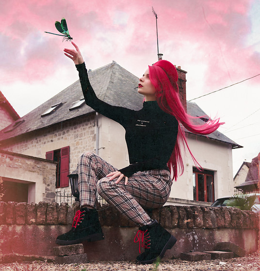 Marion Lemos - My Youtube Channel, Femme Luxe Finery Tartan Trousers, Boots, My Instagram - Dragonfly