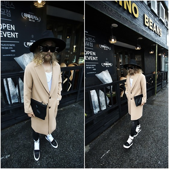 INWON LEE - Byther Fedora, Byther Beige Tone Coat, Byther Hand Machine Gun Embossing Clutch Bag - Look Clean