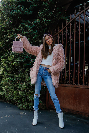 Jenny Mehlmann - Forever 21 Pink Fuzzy Jacket, Zara Jeans, Aldo Boots, Forever 21 Sweater - @thehungarianbrunette // WINTER BARBIE