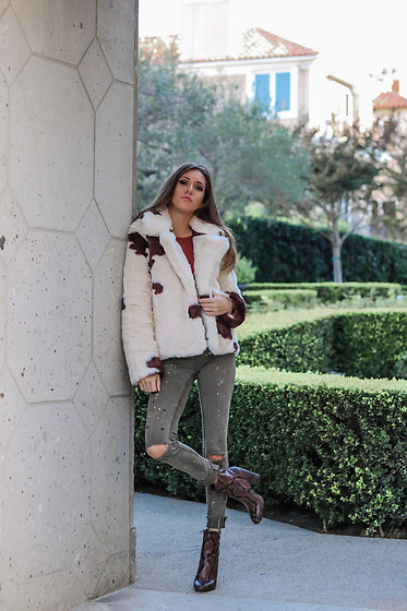 Jenny Mehlmann - Forever 21 Cow Print Jacket, Zara Army Green Jeans, Aldo Snake Boots - @thehungarianbrunette // ANIMAL PRINT JACKETS