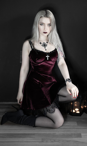 Joan Wolfie - Widow Dress, Amiclubwear Boots, Alchemy Gothic Jewelry Set - BLOODY VAMP // Joan Wolfie