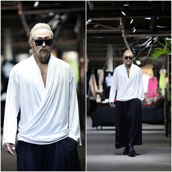 INWON LEE - Byther Cool Touch Soft Diagonal Shirring V Neck Shirt, Byther Baggy Wide Pants - Light and shimmering