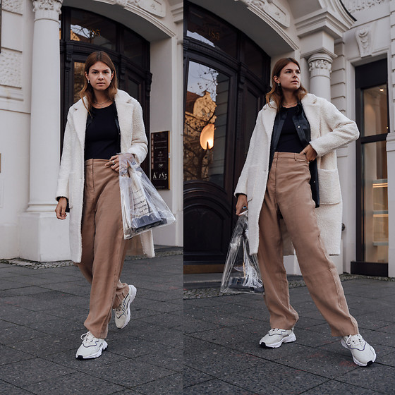 Jacky - Miss Selfridge Coat, Prettylittlething Shirt, Asos Top, Asos Pants, Adidas Ozweego Sneaker - Wide-Leg Pants combined with Sneakers
