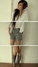 Tammy Tay - Diva Flower Hair Pin, Mphosis White Boho Top, Topshop Ditzy Floral Hw Shorts, Patent Gladiator Sandals - Long-ish